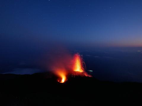 Stromboli Island「Stomboli volcano eruption」:スマホ壁紙(9)