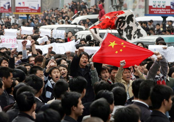 People「China Protesters Demand Boycott Over Japan Refusal To Admit WWII Atrocities」:写真・画像(19)[壁紙.com]