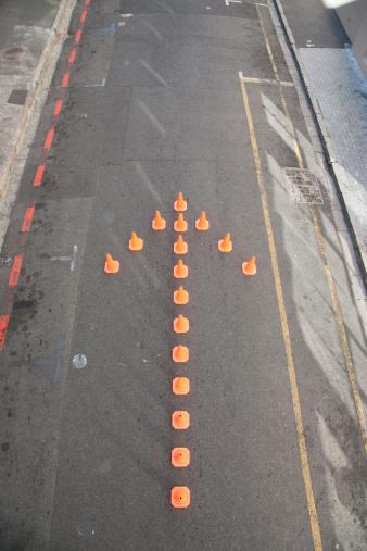 Change「Traffic cones in arrow-shape」:スマホ壁紙(17)
