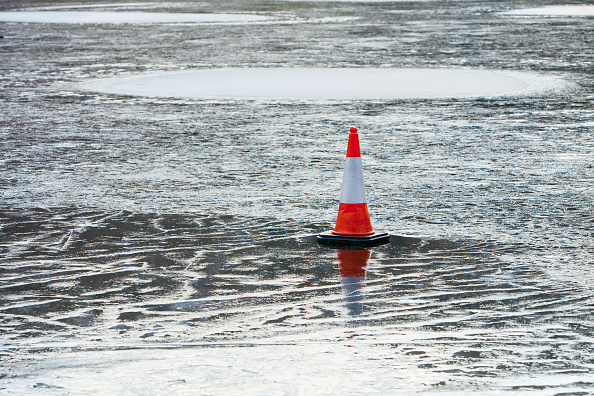 Danger「A traffic cone placed on the ice on Rydal Water in the Lake District, UK.」:写真・画像(18)[壁紙.com]