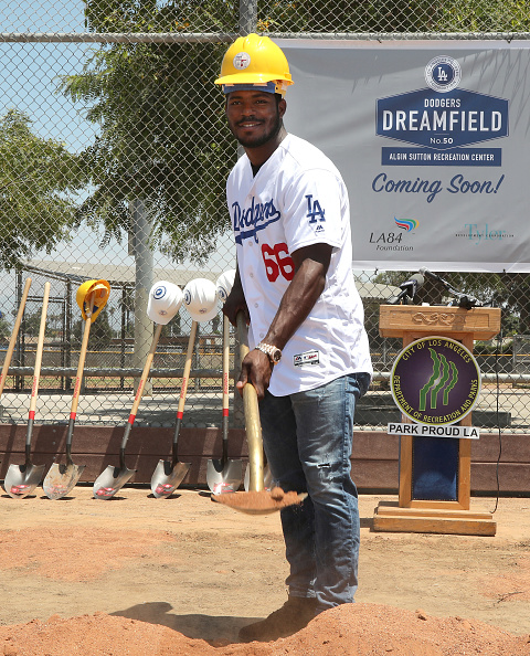 Jerritt Clark「Yasiel Puig And Los Angeles Dodgers Foundation Host Historic Dodgers Dreamfield Groundbreaking」:写真・画像(12)[壁紙.com]