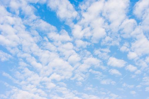 雲「ブルースカイの背景」:スマホ壁紙(12)