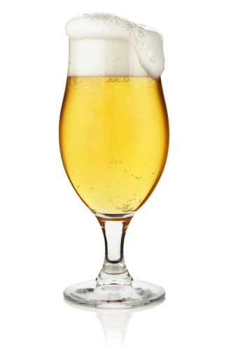 Design Element「Glass of beer isolated on white with clipping path」:スマホ壁紙(1)