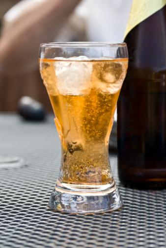 アップルサイダー「ガラスのビール」:スマホ壁紙(3)