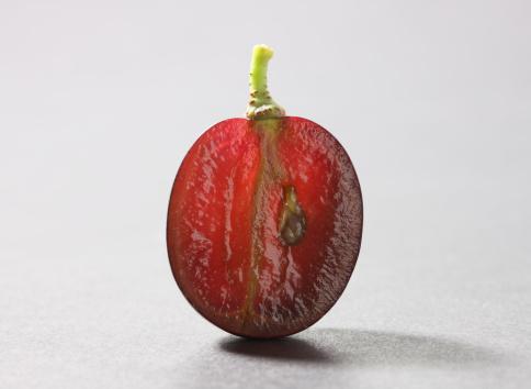 2008「Grape sliced in half showing seed」:スマホ壁紙(13)