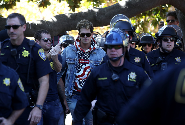 University of California「Right Wing Commentator Milo Yiannopoulos Gives Speech At Plaza In Berkeley」:写真・画像(16)[壁紙.com]