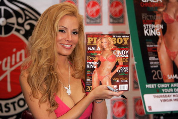 Playboy Magazine「Cindy Margolis Signs Copies Of Her Playboy December Issue」:写真・画像(14)[壁紙.com]