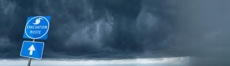 Thunderstorm「Hurricane Evacuation Route Road Sign」:スマホ壁紙(2)