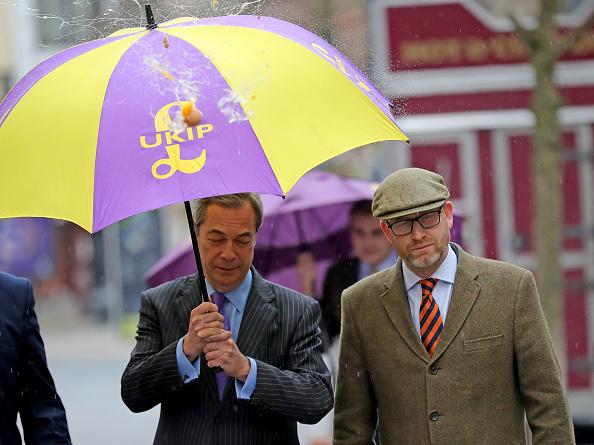 Splashing「Nigel Farage Attend Public Meeting In Stoke Ahead Of By-election」:写真・画像(16)[壁紙.com]