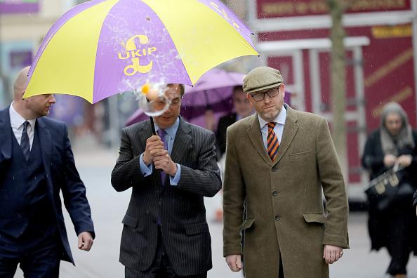 MEP「Nigel Farage Attend Public Meeting In Stoke Ahead Of By-election」:写真・画像(10)[壁紙.com]
