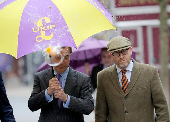 Splashing「Nigel Farage Attend Public Meeting In Stoke Ahead Of By-election」:写真・画像(15)[壁紙.com]