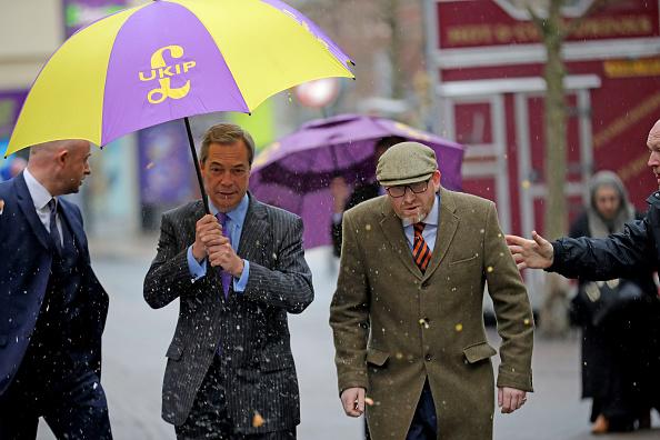 MEP「Nigel Farage Attend Public Meeting In Stoke Ahead Of By-election」:写真・画像(9)[壁紙.com]