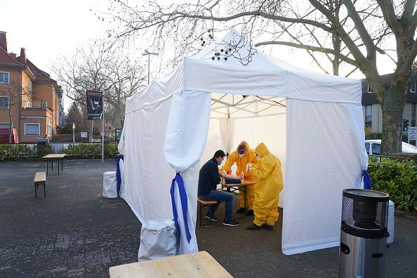 Germany「Berlin Doctor Offers Covid-19 Testing」:写真・画像(18)[壁紙.com]