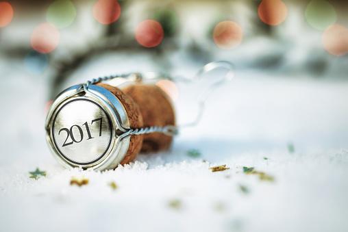 お正月「幸せな新年ます。コルクの雪」:スマホ壁紙(12)
