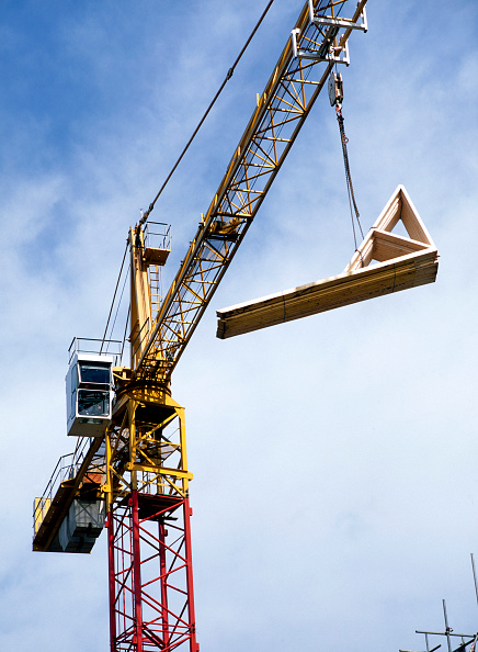 Balance「Building material delivered by a crane lift」:写真・画像(11)[壁紙.com]