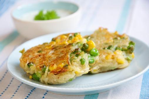 Veggie Burger「Corn, pea and potato patties with herbed soy yogurt sauce」:スマホ壁紙(0)