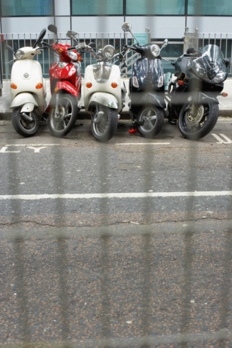 Motorcycle「Row of parked motorbikes」:スマホ壁紙(14)