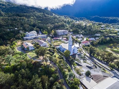 French Overseas Territory「Reunion, Cilaos, Église Notre-Dame-des-Neiges de Cilaos, Aerial view」:スマホ壁紙(1)