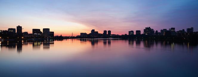 View Into Land「USA, Massachusetts, Boston, Silhouette of city at dusk」:スマホ壁紙(17)