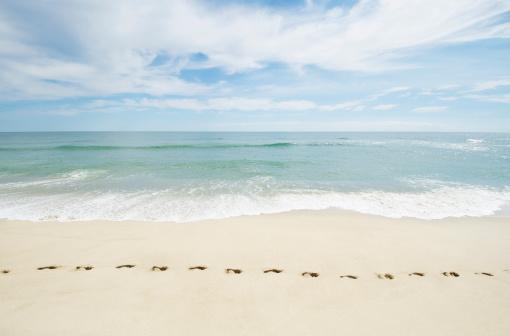 夏「USA, Massachusetts, Footprints on empty beach」:スマホ壁紙(17)
