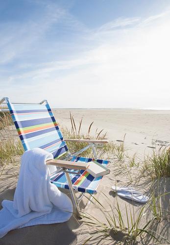 ビーチ「USA, Massachusetts, Nantucket Island, Empty lounge chair on Madaket Beach」:スマホ壁紙(15)