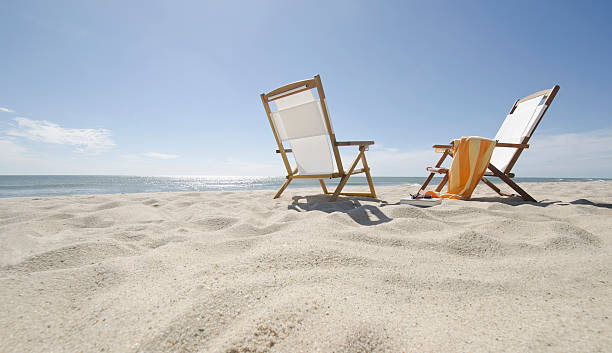 USA, Massachusetts, Nantucket Island, Sun chairs on sandy beach:スマホ壁紙(壁紙.com)