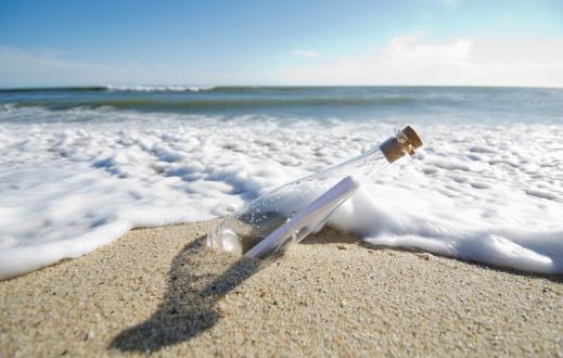 Massachusetts「USA, Massachusetts, Nantucket Island, Message in bottle」:スマホ壁紙(9)