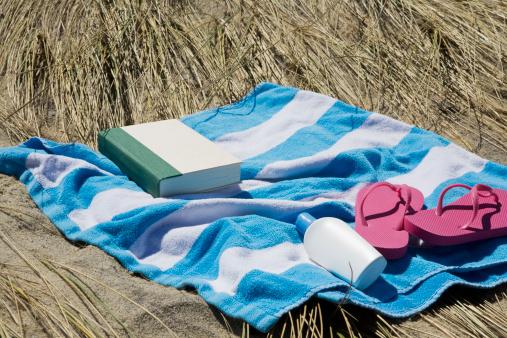 Flip-Flop「USA, Massachusetts, towel on Marram Grass」:スマホ壁紙(13)