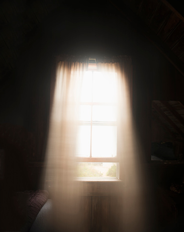 Wind「USA, Massachusetts, Cape Cod, Truro, Light colored curtains in window」:スマホ壁紙(10)