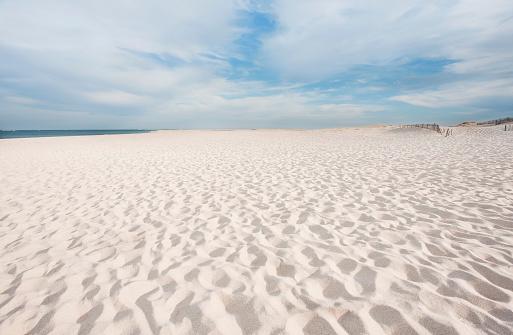 Sea「USA, Massachusetts, Chatham, Lighthouse Beach, Footprints on beach」:スマホ壁紙(19)