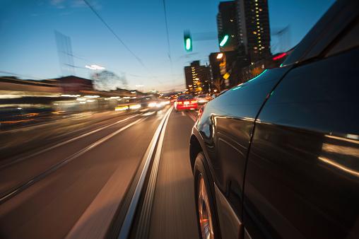 Side View「USA, Massachusetts, Boston, Huntington Ave, Car speeding along railroad tracks」:スマホ壁紙(17)