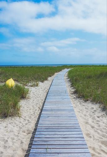ビーチ「USA, Massachusetts, Cape Cod, Provincetown, Empty boardwalk leading to Cape Cod Bay」:スマホ壁紙(13)