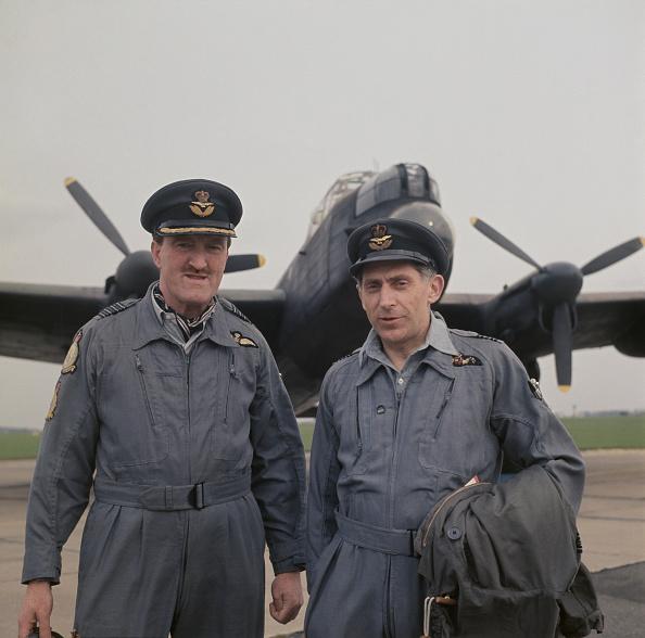 Two People「Bomber Pilots」:写真・画像(9)[壁紙.com]