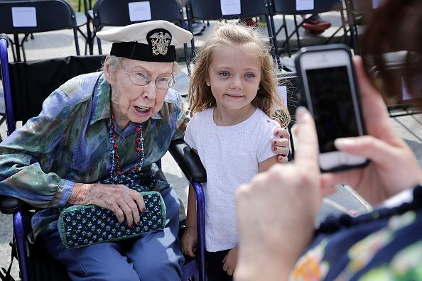 フロリダ州オーランド「73rd Anniversary Of D-Day Marked With Wreath Laying At Nat'l WWII Memorial」:写真・画像(10)[壁紙.com]