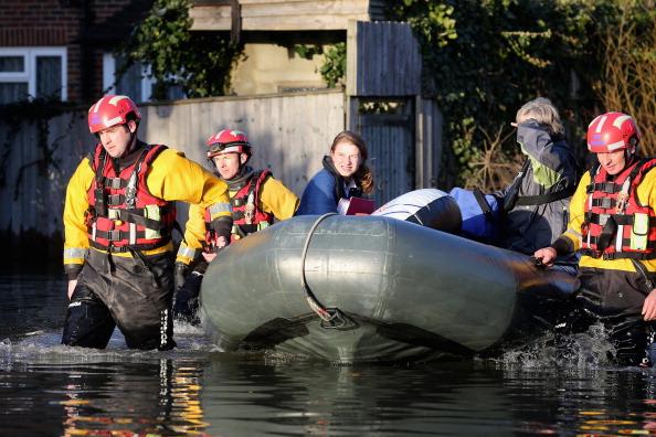 Chertsey「Flood Warnings Continue As More Rain Is Forecast Across England」:写真・画像(14)[壁紙.com]
