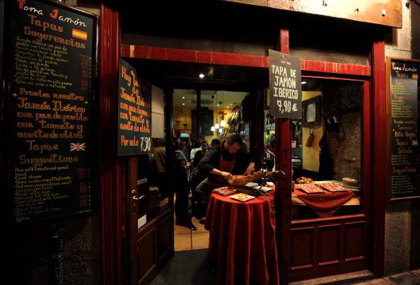 Madrid「Spaniards Fall Back On Tapas Bars In Harder Times」:写真・画像(15)[壁紙.com]