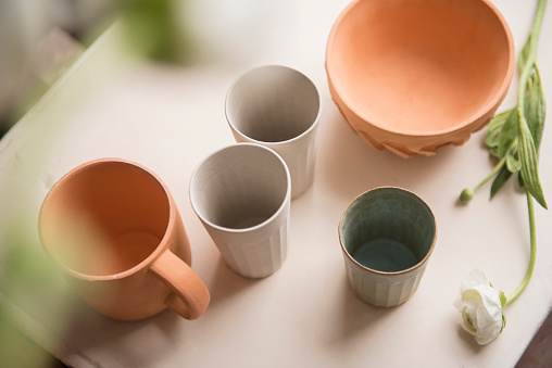 Art And Craft「Cups and bowl on table」:スマホ壁紙(0)
