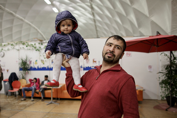Germany「Uniqlo Donates 50,000 Articles Of Clothing To Refugees」:写真・画像(16)[壁紙.com]