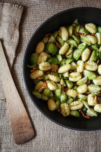 Pine Nut「Bowl of brussels sprouts gnocchi with pine nuts on jute」:スマホ壁紙(11)