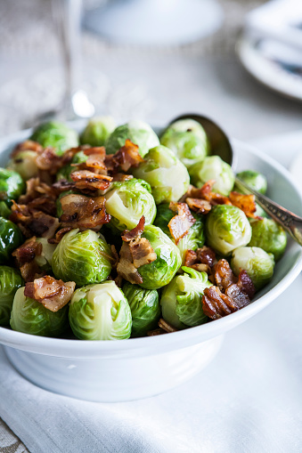 Brussels Sprout「Bowl of brussels sprouts with bacon」:スマホ壁紙(17)