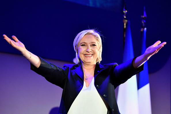 トップランキング「Presidential Candidate Marine Le Pen Spends Election Day In Northern Strong Hold」:写真・画像(3)[壁紙.com]