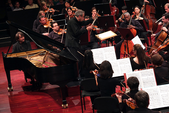 Hiroyuki Ito「Mostly Mozart」:写真・画像(0)[壁紙.com]