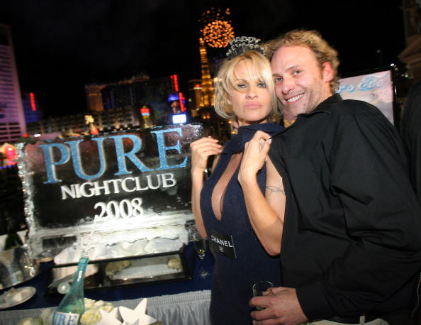 Mini Dress「Pamela Anderson Hosts The New Years Eve Celebration At PURE」:写真・画像(5)[壁紙.com]