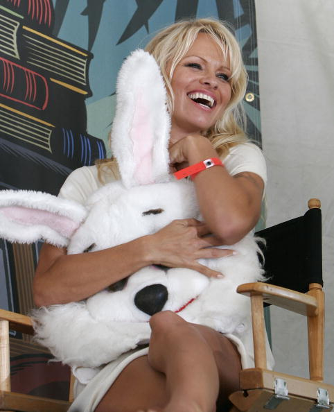 Easter Bunny「The 12th Annual L.A. Times Festival Of Books - Day 1」:写真・画像(15)[壁紙.com]