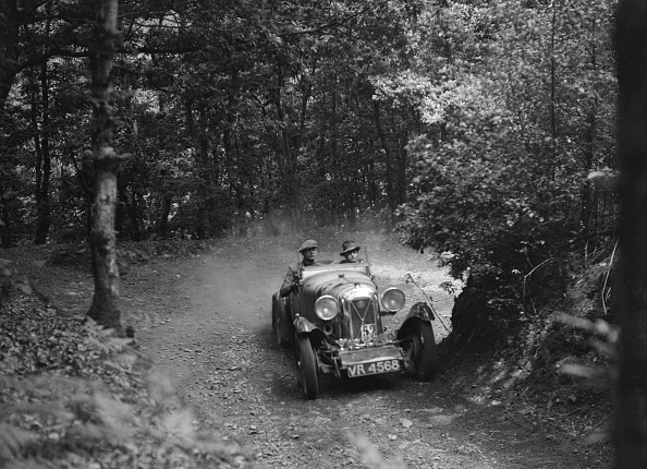 Country Road「Salmson taking part in a motoring trial, c1930s」:写真・画像(19)[壁紙.com]