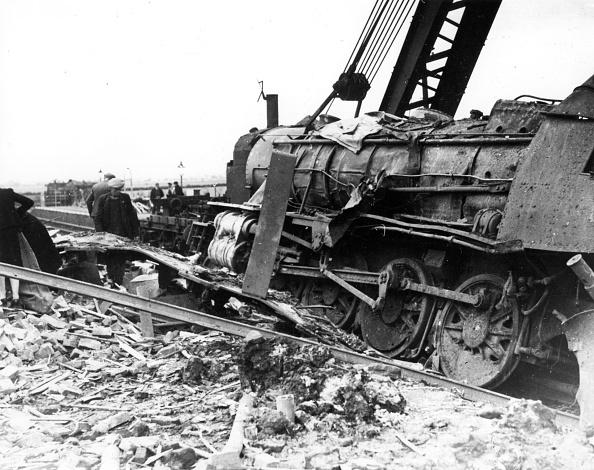 Construction Equipment「Train Explosion」:写真・画像(6)[壁紙.com]
