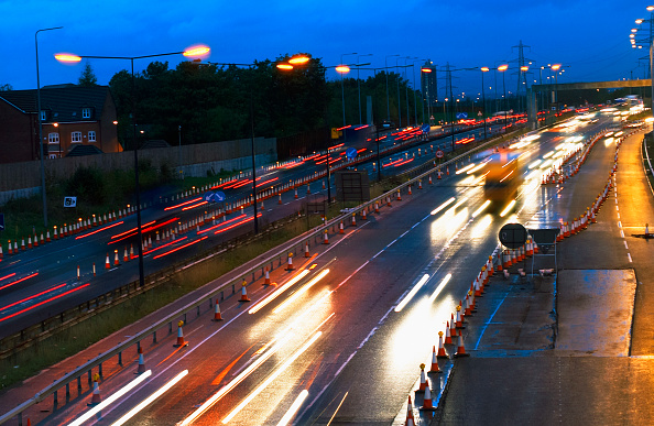 High Angle View「Evening rush hours during roadworks Traffic on the M60 motorway, Manchester, UK」:写真・画像(2)[壁紙.com]