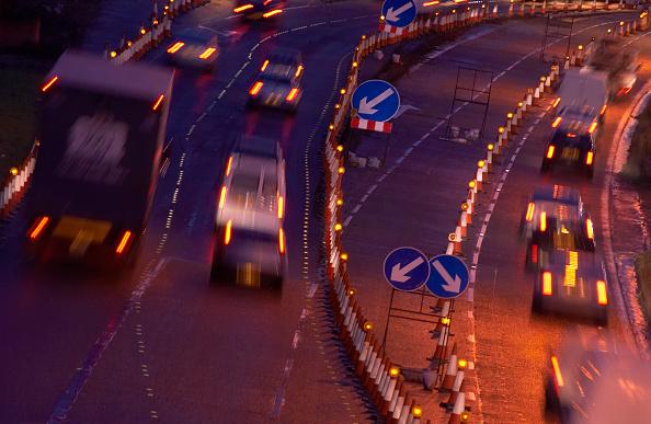 Dawn「Evening rush hours during roadworks Traffic on the M60 motorway, Manchester, UK」:写真・画像(4)[壁紙.com]