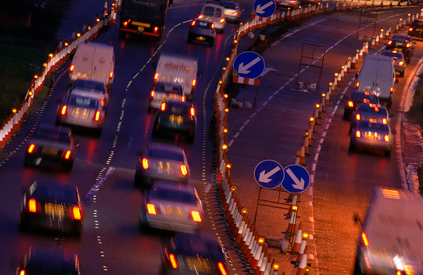 Dawn「Evening rush hours during roadworks Traffic on the M60 motorway, Manchester, UK」:写真・画像(19)[壁紙.com]