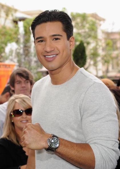Mario Lopez「Celebrities Visit Extra」:写真・画像(5)[壁紙.com]